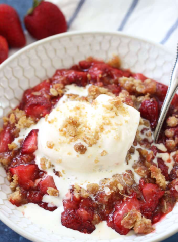Recipe: Strawberry Crisp